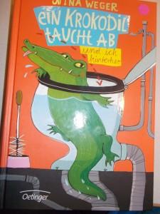 ein krokodil taucht ab.