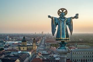 1z (Zwischengeschoss) Münchner Kindl und Blick überr die Ludwigstrassse 180x120