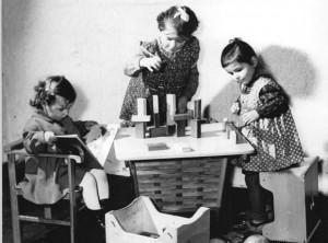 Stubenwagen, Fahrgestell, spielende Kinder